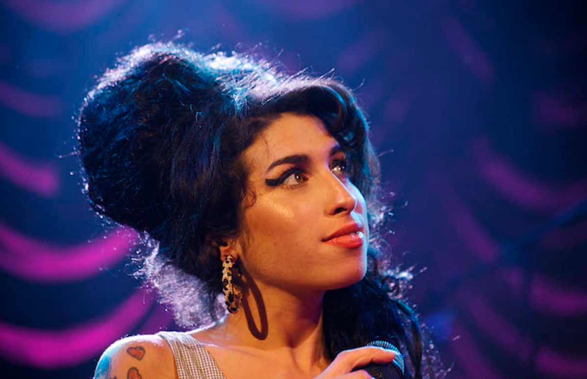 7e9cb81be0fc click to enlarge Amy Winehouse - SCREENSHOT FROM COMPLEX MUSIC TWEET