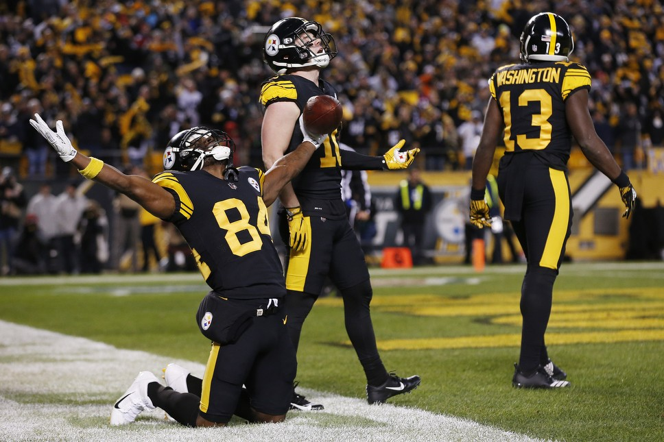 9fec6acc9 click to enlarge Antonio Brown celebrates the Steelers second and final  touchdown of the game. - CP PHOTO