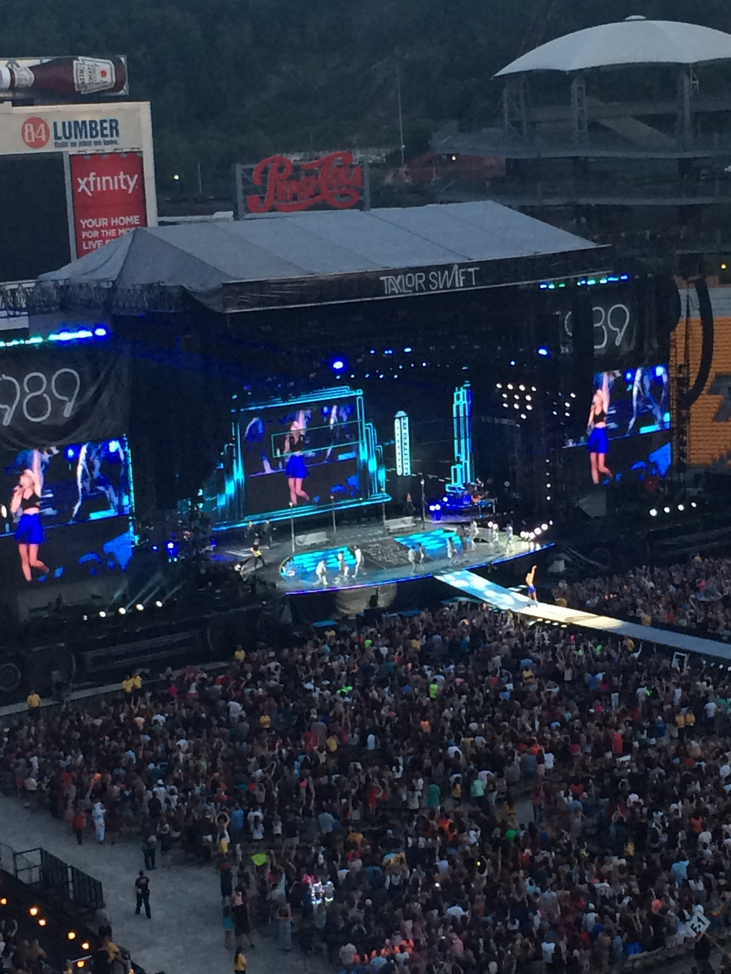 How Did This Happen A Non Fan Reviews Taylor Swift S June 6 Concert At Heinz Field Blogh