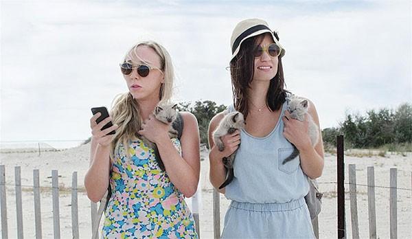Hello, kittens: Allie (Claire McNulty) and Harper (Bridey Elliott)