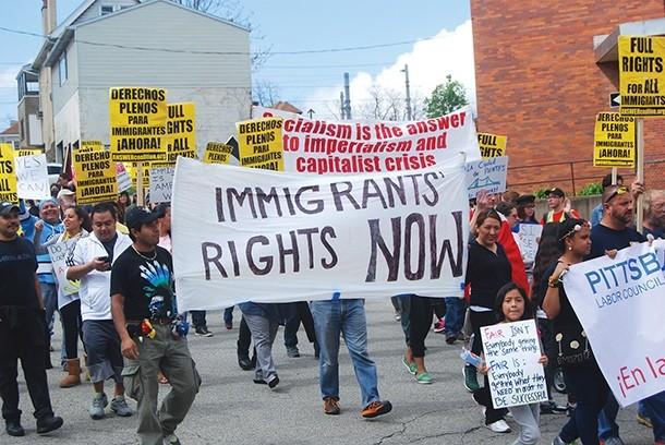 Participantes del desfile en la avenida Pauline en Beechview durante Mayo 1 - PHOTO BY RYAN DETO