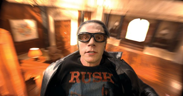 Quicksilver (Evan Peters), to the rescue