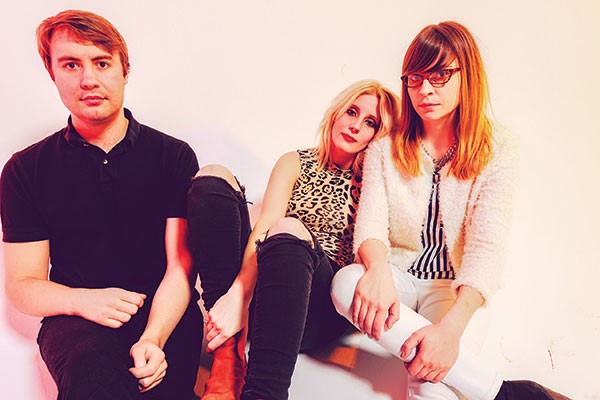 White Lung (Mish Barber-Way, center)