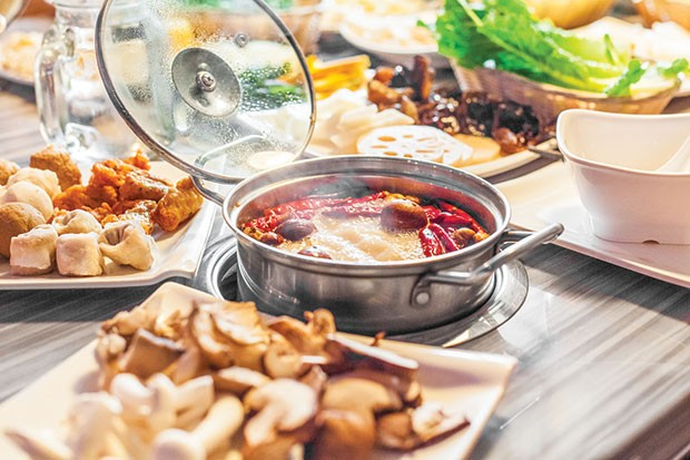 Spicy hot pot, with mushrooms and combination meat platter