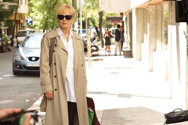 Julieta (Emma Suarez) on the street