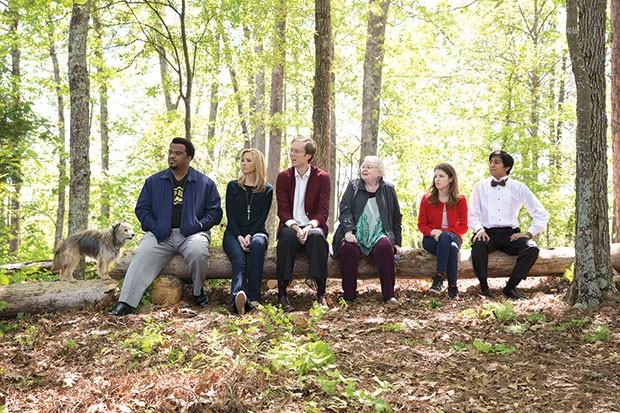 A dog and six guests on a log: Craig Robinson, Lisa Kudrow, Stephen Merchant, June Squibb, Anna Kendrick and Tony Revolori