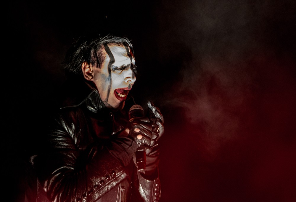 marilyn manson has a rough weekend sustaining injuries in pittsburgh and new york cancels next. Black Bedroom Furniture Sets. Home Design Ideas