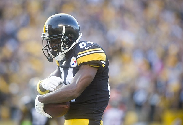 Antonio Brown celebrates after catching a touchdown pass gives the Steelers a 7-0 lead against the Bengals.