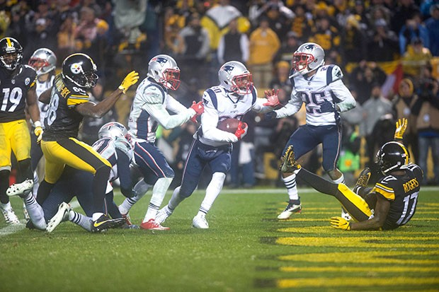 Patriots Duron Harmon comes down with the interception of Ben Roethlisberger to seal the New England Patriots 27-24 victory.