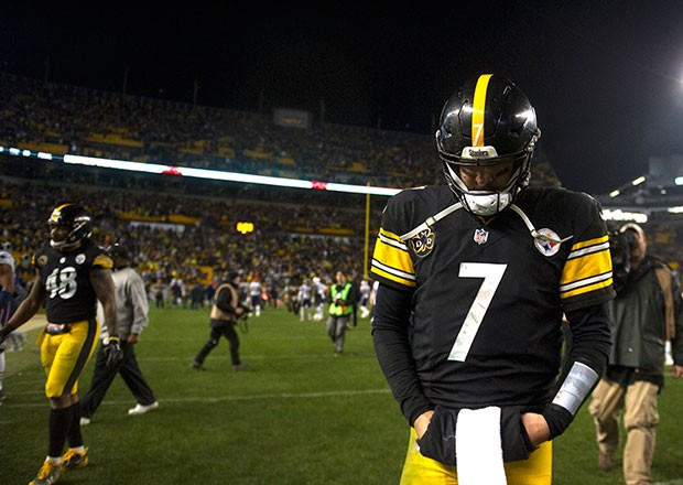 Ben Roethlisberger walks dejectedly off the field after the loss.