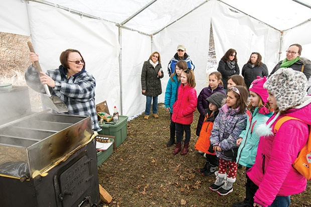 Judy Ruskowski, volunteer naturalist, demonstrating to scouts - CP PHOTO BY JOHN COLOMBO