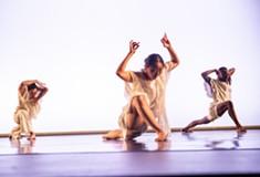 <i>sym</i>: When science fiction meets modern choreography