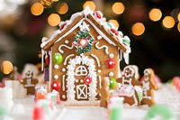 147ba900_gingerbread_house_-_resized.jpg