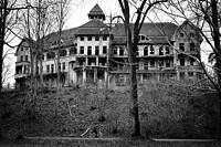 2001224d_the_haunted_house_das_geisterhaus_5360049608_-min.jpg