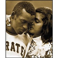 With photos and oral history, a new book portrays Roberto Clemente mostly through the eyes of his family.