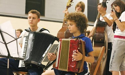 Young musicians at a Slavjane rehearsal - HEATHER MULL