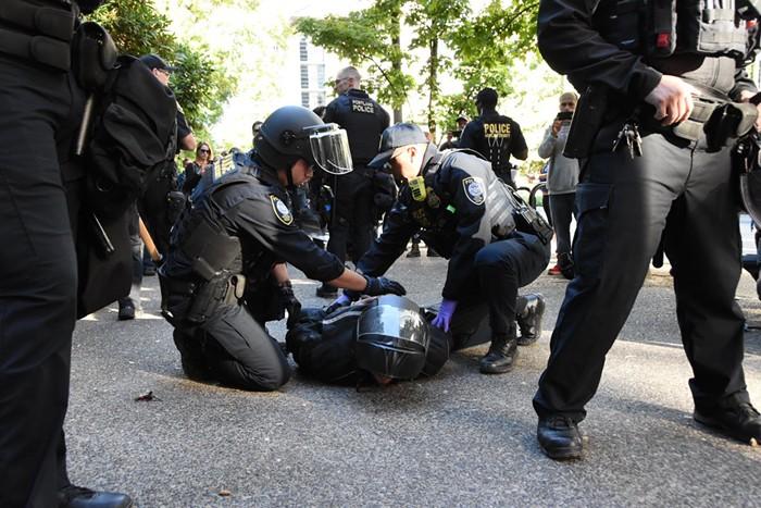 guns_arrest.jpg