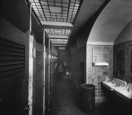 restroom-6th-yamhill-interior-5371-1912.jpg