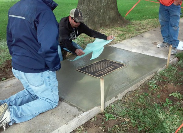 Installation of the plaque. - @IJANIEJONES