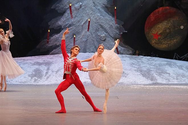 The Russians are dancing! The Russians are dancing! - DAMIR YUSUPOV