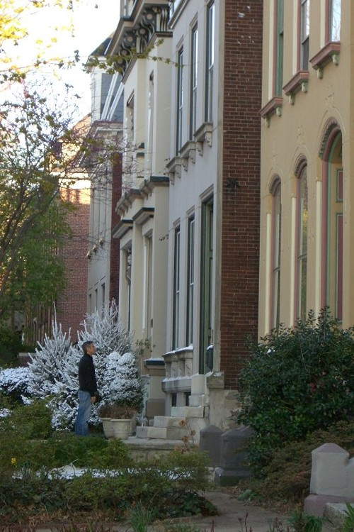 George Clooney during rehearsals on Whittemore Place in Lafayette Square in April 2009; click pic for a closer look... - SANDY HERDE