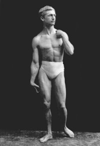 Macfadden poses as Michelangelo's David, circa 1905 - WIKIMEDIA COMMONS