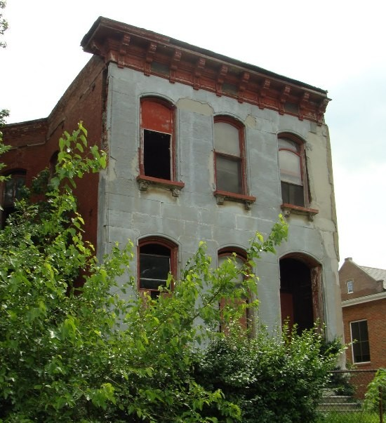 2900 St. Louis Avenue was an early inspiration for Trosclair's interest in decaying buildings.