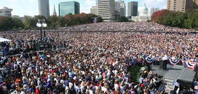 barack_obama_rally_gateway_arch_st_louis.2651162.36.jpg