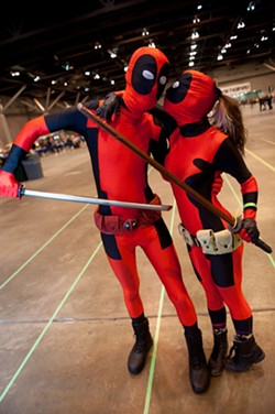 Nerds in love at Wizard World 2014. - JON GITCHOFF