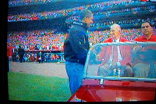 Obama shakes hands with Musial.