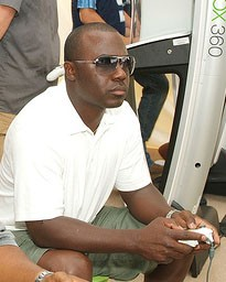 Marshall Faulk, playing what I imagine is a digital version of himself in an XBox football game. - COMMONS.WIKIMEDIA.ORG