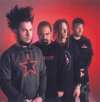 Wayne Static, left, previous owner of the worst facial hair ever. - XYZMUSIC.BLOGSPOT.COM