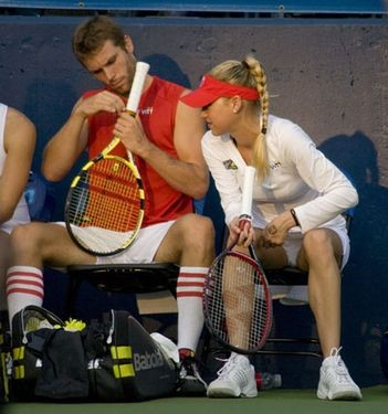 anna_kournikova_plays_tennis_in_st_louis_7_18_08.2367937.36.jpg