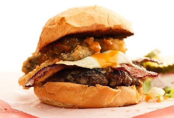 THE MIDWESTERN BURGER AT THE KITCHEN SINK | JENNIFER SILVERBERG