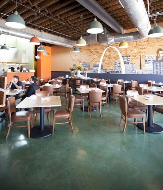 The dining room of Tavolo V - JENNIFER SILVERBERG