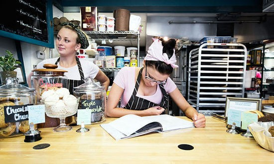 Meaghan Boyer and Chelcea Sweeten behind the counter at Pint Size. - JENNIFER SILVERBERG