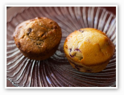 Oatmeal almond raisin date and blueberry muffins | Mabel Suen