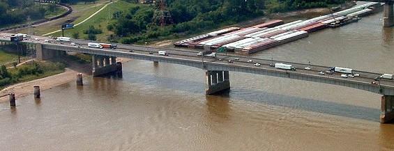 The Poplar Street Bridge at a non-truck-full-of-burning-meat time - IMAGE VIA