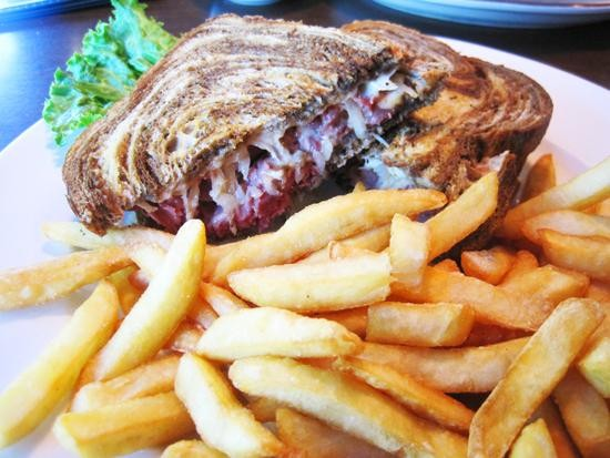 The Reuben at Mike Duffy's Pub & Grill - IAN FROEB