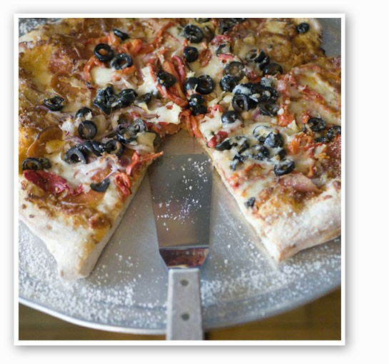 """The """"Pizza Supreme"""" at Anthonino's: mozzarella cheese, black olives, roasted peppers, red onions and pepperoni.   Jennifer Silverberg"""