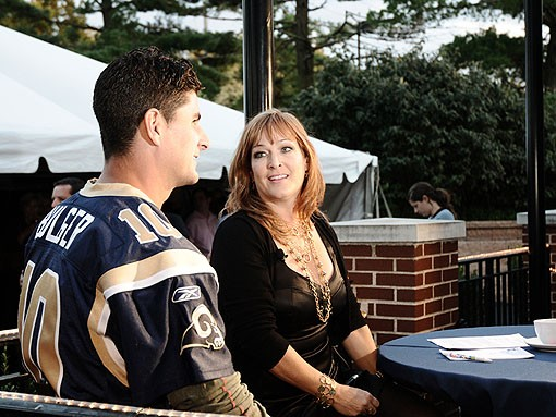 Ahh, the life of an injured Rams QB: Take interviews from a bodacious TV lady while your back-ups toil in the trenches, waiting tables with towels over their shoulders. You go, Marc Bulger. See more photos from last night. - PHOTO: EGAN O'KEEFE