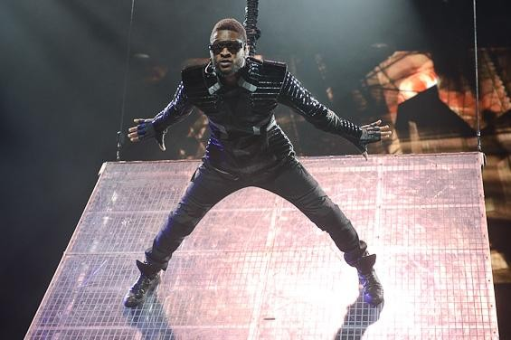 Usher at the Scottrade Center, St. Louis - TODD OWYOUNG