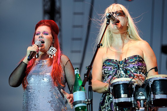 Kate Pierson and Cindy Wilson - TODD OWYOUNG