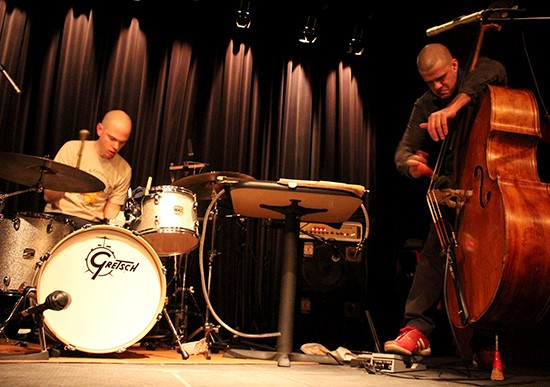 Darin Gray with Chris Corsano. - MABEL SUEN