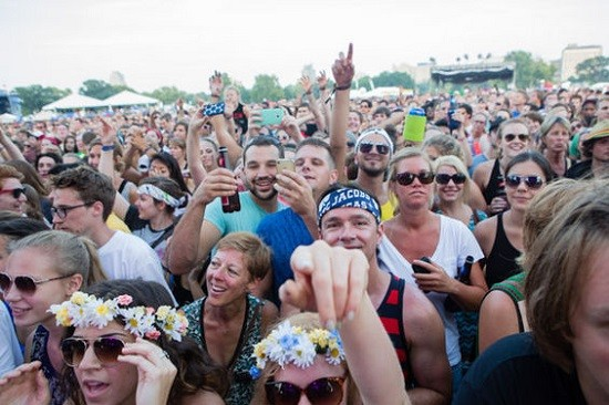 The crowd for Icona Pop. - THEO WELLING