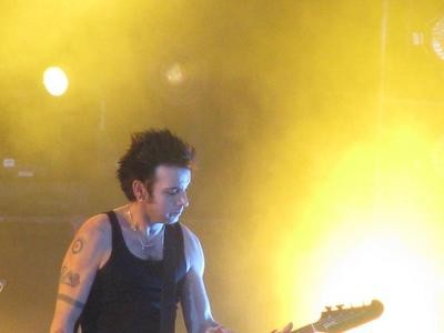 simon_gallup_clear_thumb.JPG