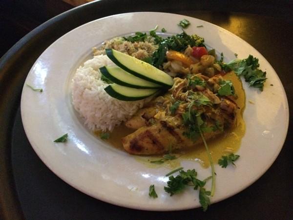 The vatapa de frango, or chicken in cashew nut gravy. - CHERYL BAEHR
