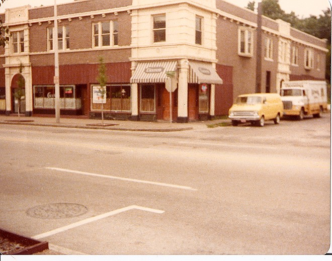 Cicero's original location, further east on Delmar from  its current home. - IMAGE VIA
