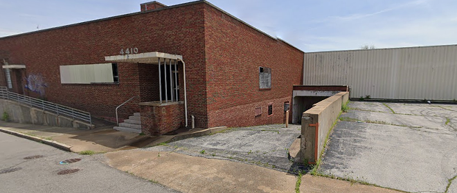 Police say an officer confronted men who'd burglarized the warehouse at 4410 Gravois Ave. - GOOGLE STREET VIEW