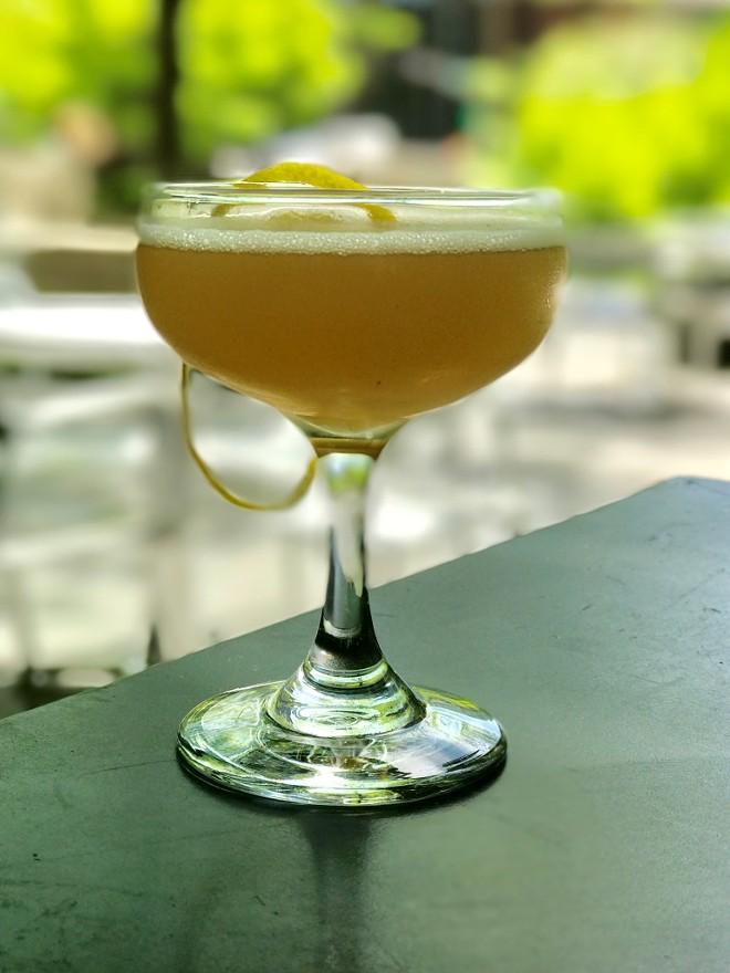 NIKI'S GARDEN COCKTAIL WITH BARREL-AGED GIN, INDIAN ROSE GARDEN TEA AND HONEY SIMPLE SYRUP AND LEMON JUICE | SARA GRAHAM